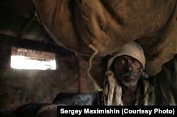 Грузчик угольного склада. Маргао, Гоа, Индия, 2006