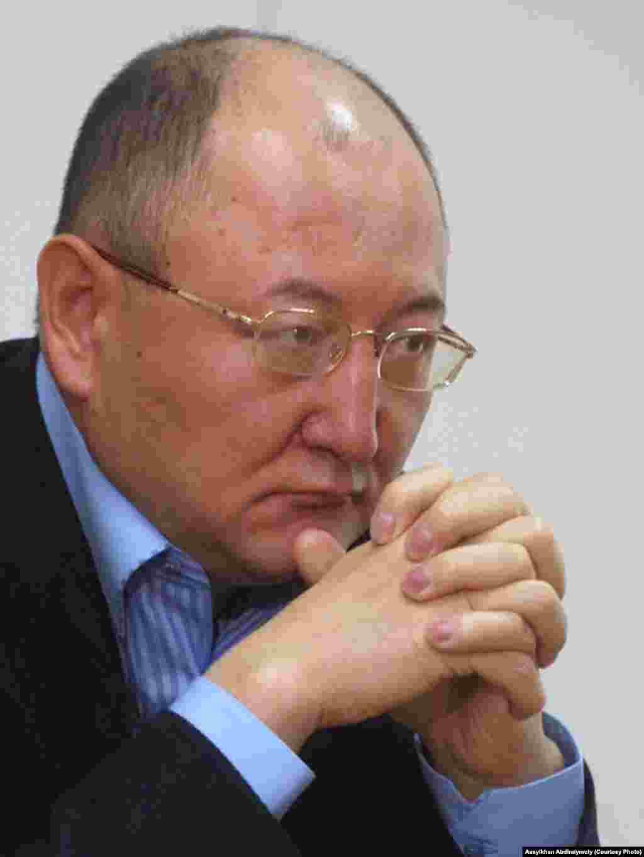 Один из последних снимков Алтынбека Сарсенбаева. Алматы, 8 февраля 2006 года.