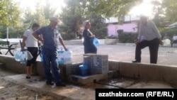 У воды. Туркменистан