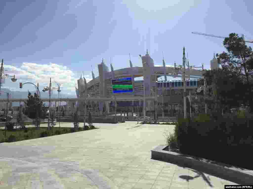 17-27-nji sentýabrda Aşgabatda geçiriljek Ýapyk binalarda we söweş sungaty boýunça V Aziýa oýunlary üçin ýörite gurlan Olimpiýa şäherçesiniň bahasy 5 milliard amerikan dollaryna barabar.