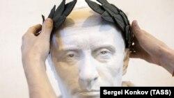 Риман императоран вастехь Путин Владимиран хIоттийна бюст