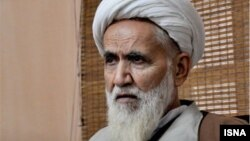 آیتالله محمدصادق حائری شیرازی در نامه خود به رهبر جمهوری اسلامی میگوید که حذف یک فرد برجسته از صحنه انتخابات با هدف ایجاد حماسه سیاسی ناسازگار است
