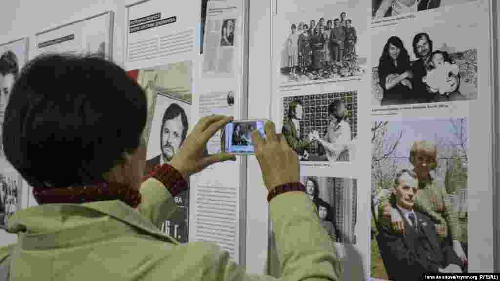 Первый день платформы «Крым» открыт презентацией фотовыставки «Мустафа Джемилев. Несломленный борец за свободу».
