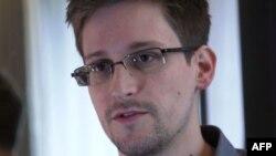 Эдвард Сноуден, АҚШ ұлттық қауіпсіздік агенттігінің бұрынғы қызметкері. 6 маусым 2013 жыл.