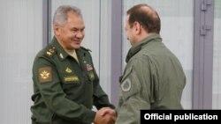 Министры обороны России и Армении, Сергей Шойгу и Давид Тоноян (архив)