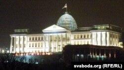 Президент Грузии имеет конституционные полномочия выпускать на свободу или сокращать сроки пребывания в тюремном заключении любого осужденного. Однако обычно процедура предусматривает рассмотрение дела специальной комиссией по помилованию