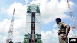 Индийская ракета-носитель с марсианским зондом на стартовой площадке, 30 октября 2013 г.