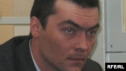 Олег Евлоев в суде на процессе, где его обвиняют в убийстве семьи предпринимателя Марата Есемсеитова. Астана, 31 марта 2009 года.