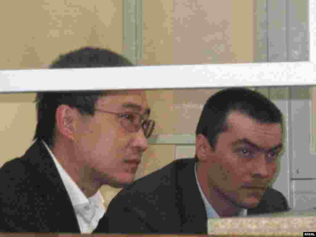 Как стало известно на этой неделе, Комитет ООН против пыток признал, что полиция в Казахстане применила пытки в отношении осужденного Олега Евлоева (справа на фото). Житель Астаны Евлоев был осужден в 2009 году на пожизненный срок по обвинению в совершении в 2008 году тяжкого преступления. Евлоев утверждал, что дело в отношении его сфабриковано, что у него есть алиби. Но суд отправил его в тюрьму. Олег Евлоев — второй (после жителя Костаная Александра Герасимова) казахстанец, которому удалось на уровне Комитета ООН против пыток победить в споре с государством.