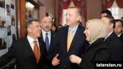 Эрдоган Төркиянең премьер-министры булган вакытта Казанга килгән иде. 17 март, 2011 ел