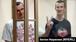 Олег Сенцов (слева) и Александр Кольченко в зале суда