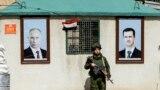 Российский военный на КПП в пригороде Дамаска