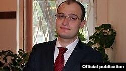 По-мнению заместителя главы абхазского внешнеполитического ведомства, проведение подобного рода семинаров должно помочь западным партнерам лучше разобраться в ситуации вокруг отношений Абхазии и Грузии, а это, безусловно, позволит им занимать более эффект