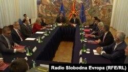 Лидерите на партиите на средбата кај претседателот Стево Пендаровски.
