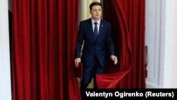 Украинский комик и кандидат в президенты Владимир Зеленский на съемочной площадке фильма «Слуга народа». Киев, 6 марта 2019 года.