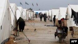 Алеппо шаарынан качкан сириялыктар Түркия менен чек арада, 12.02.2016