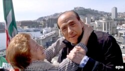 برلوسکونی در جوانی و زمانی که دانشجوی دانشگاه بولونيا بود در کشتی های تفريحی پيانو می نواخت و آهنگ های فرانسوی می خواند.(عکس: EPA)