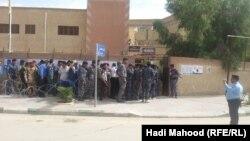 Ирак армиясынын аскерлери шайлоо күнү коопсуздукту камсыздаш үчүн добушун эки күн мурун берип жатышат, Самава, 28-апрель, 2014
