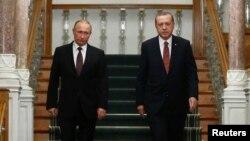 Владимир Путин (л) и Реджеп Тайип Эрдоган (п)