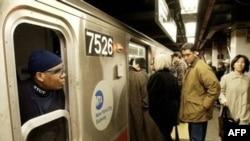 Yalnız Nyu-Yorkda metro bütün sutkanı işləyir