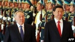 Президент Казахстана Нурсултан Назарбаев (слева) и президент Китая Си Цзиньпин.