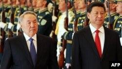 Қытай президенті Си Цзиньпин (оң жақта) мен Қазақстан президенті Нұрсұлтан Назарбаев. Астана, 7 мамыр 2015 жыл.