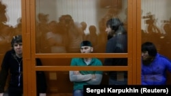 Тамерлан Эскерханов, Шадид Губашев, Заур Дадаев, Анзор Губашев (слева направо) в зале суда