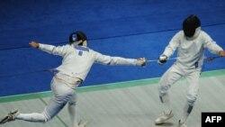 علیرضا یعقوبیان(چپ) در اسلحه اپه، با شکست مقابل نماینده قزاقستان از راهیابی به یک هشتم نهایی بازماند.