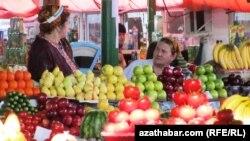 Aşgabadyň bazarlarynyň biri