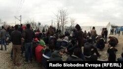 Беженцы на границе Греции и Македонии.