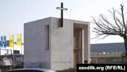 Придорожная церковь в Берлине.