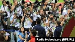 Euro 2012 чемпионаты кезінде жұмыс істеген БАҚ өкілдері. Киев, 1 маусым 2012 жыл.