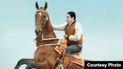 Gurbanguly Berdimuhamedow atyň üstünde