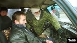 Очередная проверка на дороге стала для троих жителей Чечни последней