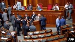 Депутати від опозиції блокують парламент, 7 червня 2013 року
