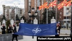 Ceremonia e ngritjes së flamurit të NATO-s para Qeverisë në Shkup. 12 shkurt, 2019.