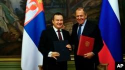 მოსკოვი, 2018 წლის 17 აპრილი: სერბეთისა და რუსეთის საგარეო საქმეთა მინისტრები, ივიცა დაჩიჩი (მარცხნივ) და სერგეი ლავროვი