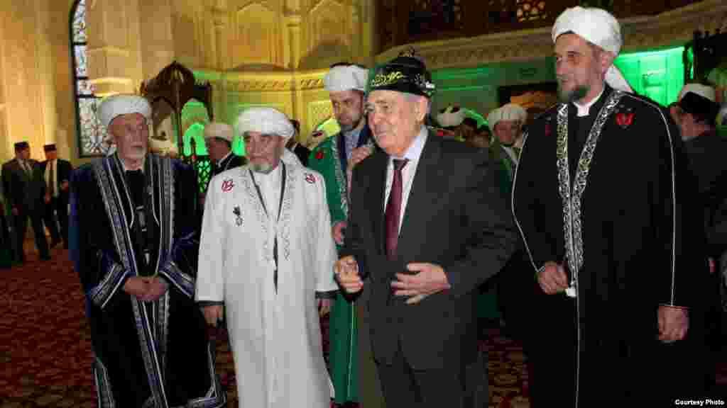 Татарстанның дәүләт киңәшчесе Миңтимер Шәймиев бер төркем имамнар белән