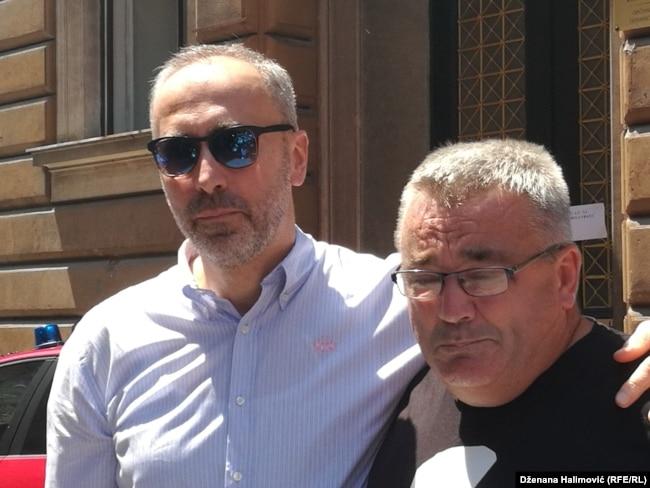 Dženanov otac Muriz Memić presudu je dočekao u suzama (na fotografiji sa advokatom Ifetom Feragetom)
