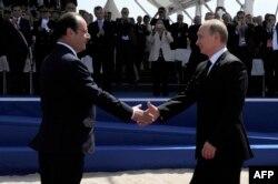 Президенты Франции и России Франсуа Олланд и Владимир Путин. Июнь 2014 года