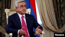 Президент Армении дает интервью агентству Reuters.
