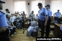 Суд над ашмянскімі мытнікамі. Менск, жнівень 2017