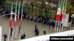 در بزرگ دانشگاه تهران در خیابان انقلاب