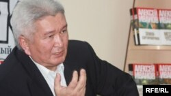 """Феликс Кулов, """"Ар-Намыс"""" партиясынын төрагасы."""