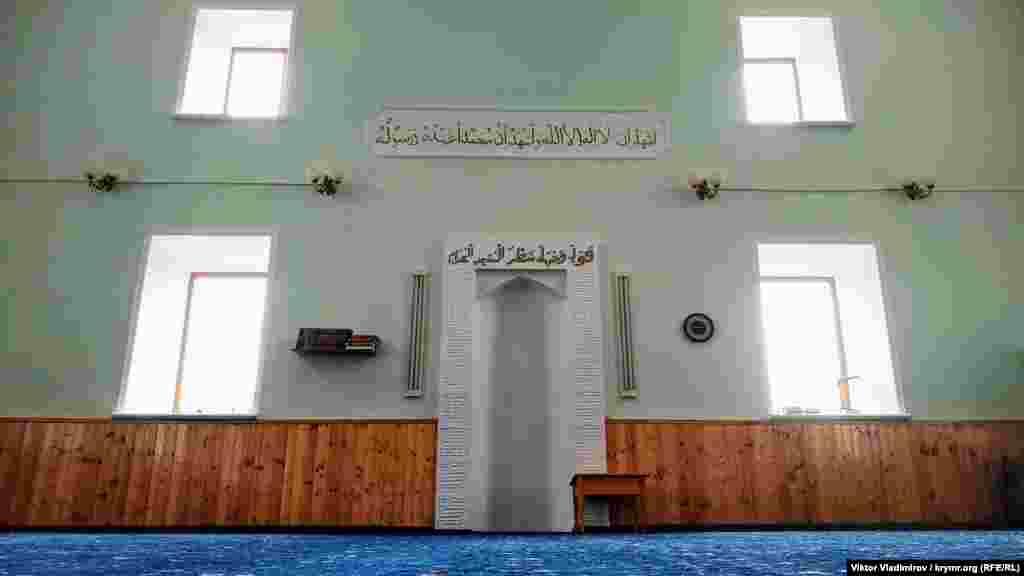 Михраб – ніша в стіні мечеті, що вказує напрямок на Мекку (місто в Саудівській Аравії – головний центр паломництва для мусульманського світу)