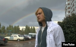 """Павел Романов, кадр из фильма """"Дети-404"""""""