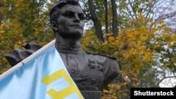 Пам'ятник Амет-хану Султану в Києві