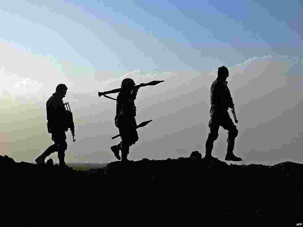 Салдаты Аўганскага нацыянальнага войска прадчас апэрацыі ў правінцыі Герат. У баях супраць Талібану на поўдні Аўганістану амаль штодня гінуць вайскоўцы сілаў НАТО и аўганскага войска.