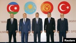 Раҳбарони ҳайатҳои кишварҳои узви Шӯрои ҳамкориҳои кишварҳои туркзабон дар нишасти Бишкек