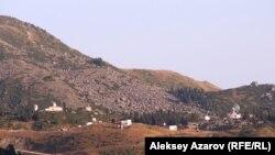 Вид на горы близ Алматы.